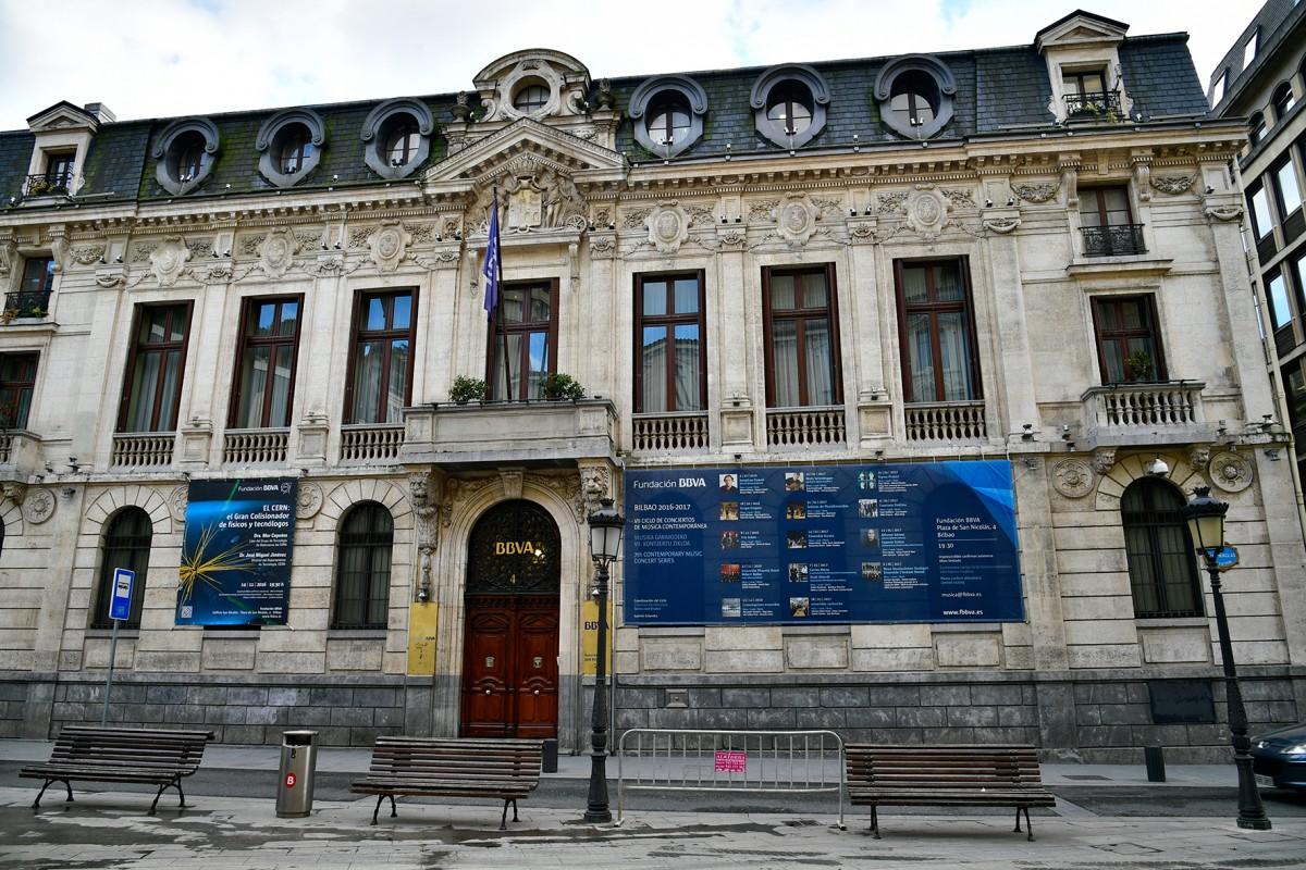 Proyecto y direcci n pci para el edificio de la sede del for Banco bilbao vizcaya oficinas